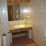 Good quality modern bathroom