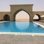 Blick vom Pool in die Wüste