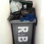 spazzatura davanti alle camere !