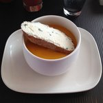 Velouté carottes gingembre et ton toast.