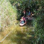 Bootje varen van het afrikaans dorp