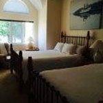 Upstair's bedroom (Queen size Beds)