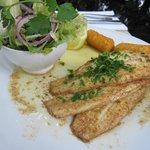Seezunge natur mit Salade und Kartoffelkroketten