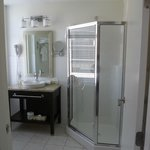 Very stylish bathroom.