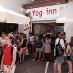 A busy day at Yog-inn serving Holidaymakers their refreshing, Smoothies, Juices & Delicious Friz