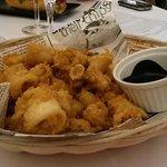 Frittura di pesce con maionese al nero di seppia