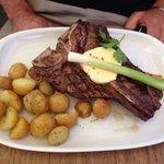 T-bone steak mit rosmarin kartoffeln