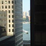 Utsikt från vårt hotell mot East River