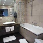 Banheiro amplo e muito agradável!