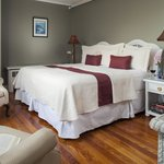 Casco Bay has a queen bed that can be made into two twin beds.