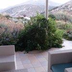 Άποψη του κήπου και της βεράντας μας