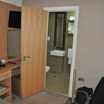 Habitacion y baño piso inferior