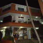 Vista de la fachada del hotel