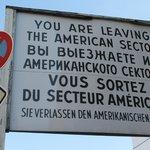 Cartellone che annuncia l'uscita dal settore americano