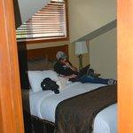 2nd bedroom-- queen size bed