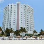 Vista da praia para o hotel