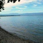 Vue depuis la terrasse du Redon, la petite plage de jour