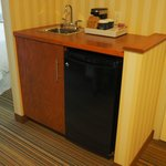 Mini fridge and bar sink area - Deluxe King Room