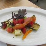 Starter dish: fresh veggies with salmon