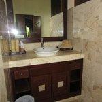 Indus room bathroom