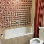 Really retro or old bathroom decor