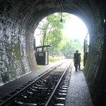 トンネル内から外をのぞむ