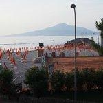 vue de balcon sur Vesuve et notre plage