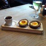 Il tradizionale succulento Scotch egg