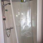 Broken shower door that wasn't fixed even after reporting it