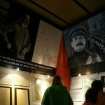 Гитлер и Сталин над входом