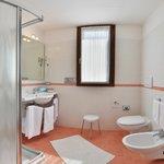 Eraclea mare_ spaziosi bagni nelle Suite del Park hotel Pineta