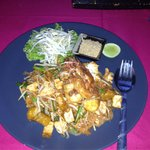 Pad Thai chicken with king prawn
