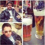 Cervejinha no jardim do hostel.