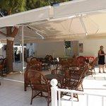 Bar & Lunch Area