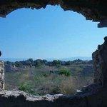 античный город Сиде (гуляли своим ходом), неподалеку от колизея ))