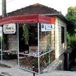 """Шоколадница """"Флора"""" располагается в Херцег-Нови рядом со Старым городом"""