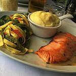 Sautéed salmon slice with sorrel cream and tagliatelle pasta with butter (with a portion of mash
