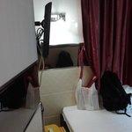 телевизор и 2 окна в номере