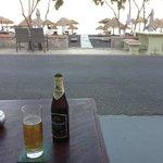Пиво с видом на пляж