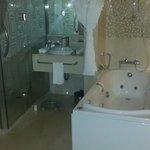 Diplomatic Suite - Bathroom Jacuzzi tub
