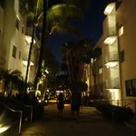 The hotel by night...
