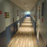 廊下(木目調のカーペット)