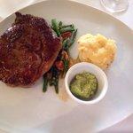 Entrecote mit klassischer Brasserie und Kräuterbutter