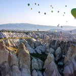 Amazing view of the rock formations and other balloons.