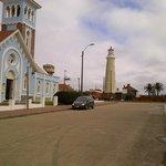 Iglesia y Faro, a un paso del Hotel