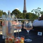 Vue sur Tour Eiffel pendant le diner