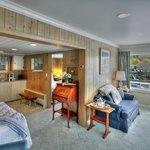 Seaside Suite #12 -2 bedroom Suite w/500 sq' of space!