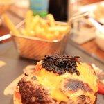 le hamburger ! cuisson irregulière  mais quel goût !