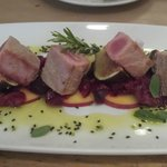 Tuna with figs and peaches
