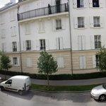 Uitzicht vanaf kamer aan de Rue des Scandinaves